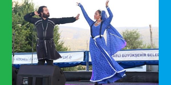 Kocaeli Büyükşehir'in Kafkasya şenlikleri keyif veriyor
