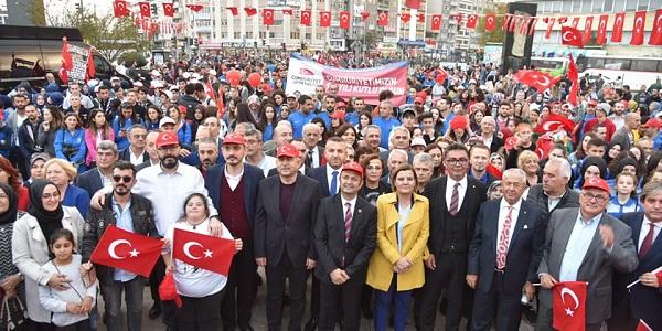 Başkan Hürriyet vatandaşlarla tek tek bayramlaştı