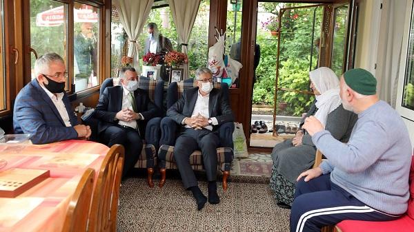 Başkan Büyükakın'dan Kartepe'de gönül ziyaretleri