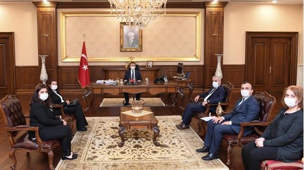 Kocaeli Çevre müdürü ve heyeti Vali Aksoy'u ziyaret etti