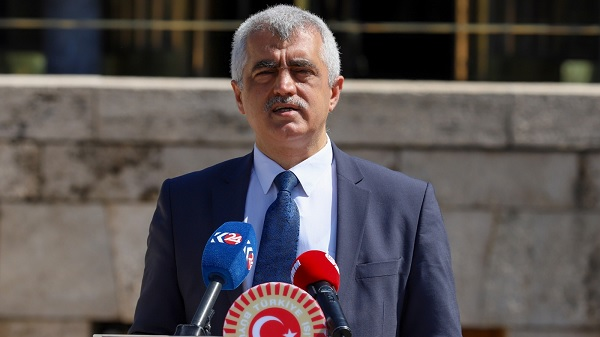 Gergerlioğlu Türkiye'de başörtüsü istismarı yapanlar;