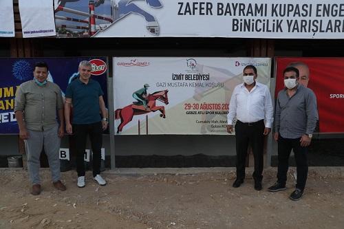 İzmit Belediye Başkan Yardımcısı Nurettin Bulut, Spor Müdürü Mithat Ağa ve Destek Hizmetleri Müdürü Mehmet Şevket Verit koşuyu birlikte takip etti