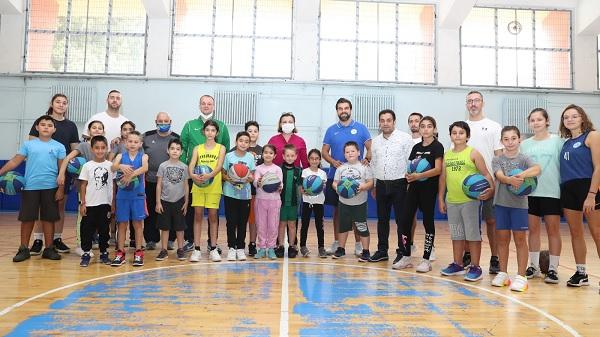 Photo of Basketbol'da İzmit Belediyesi okulları yoğun ilgi görüyor