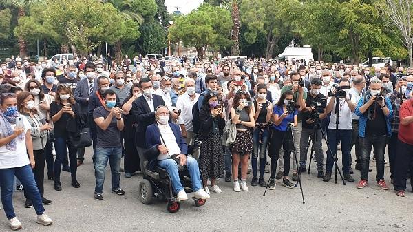 İzmir Barosu İçişleri Bakanlığı ertelemesini protesto etti