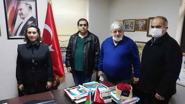Photo of Azerin program öncesi Azerbaycan Kültür Evini ziyaret etti