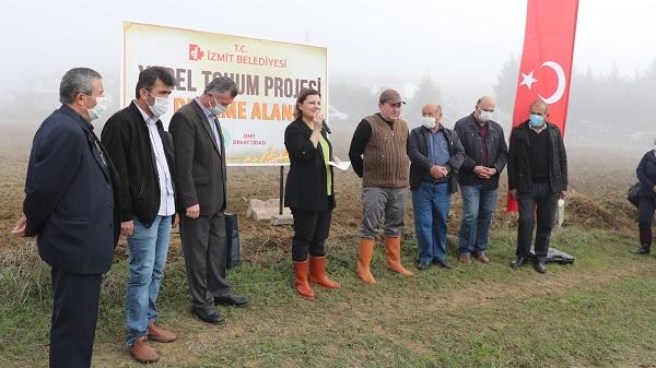 Photo of İzmit'in geleceğine Başkan Hürriyet'ten yerli tohum yatırımı