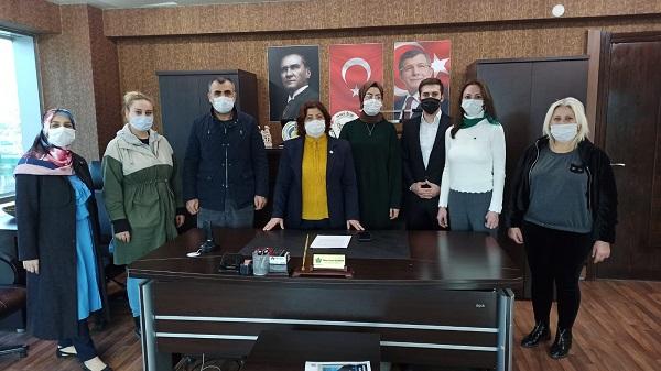 Photo of Gelecek Partisi: 'Kadınlar önce yaşamak ister'