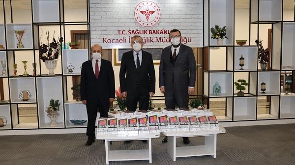 Kocaeli Büyükşehir'den sağlık neferlerine tablet desteği