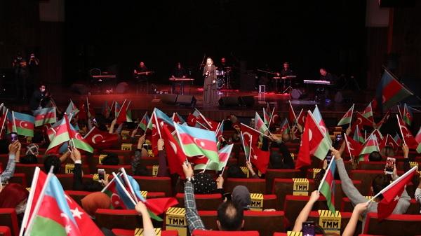 """Photo of Azerin """"Tek Millet İki Devlet Konseri""""yle Kocaelilileri mest etti"""