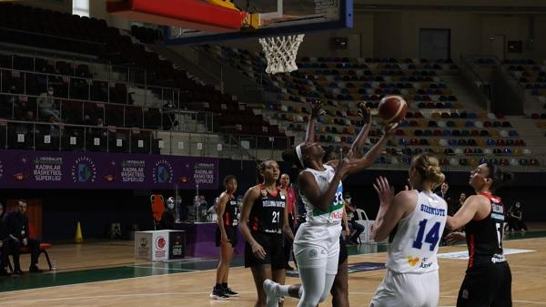 """İzmitli Periler Kadınlar Basketbol Süper Liginde uçuşa geçti """"84-72"""""""