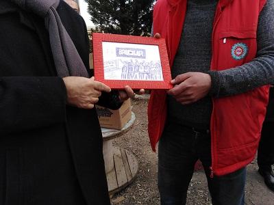 Ercüment Akdeniz yaptığı resmi Baldur işçilerine hediye etti