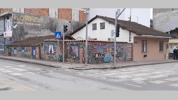 Izmit-Belediyesi-eski-evi-resimlerle-renklendirdi