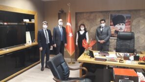 İzmit Belediye Başkan Yardımcısı Cem Güler, Koordinatör Hakan Özkum ve İnsan Kaynakları Müdürü Sevtap Cengiz, Derince İlçe Emniyet Müdürü Faruk Bilen'i ziyaret etti