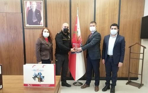İzmit Belediye Başkan Yardımcısı Emirşah Torun, Koordinatör Ozan Aksu ve Sosyal Destek Hizmetleri Müdürü Yasemin Gözkonan Kahveci, Çayırova İlçe Emniyet Müdürü Tuncel Aldemir'i ziyaret etti