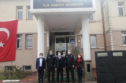 İzmit Belediye Başkan Yardımcısı Emirşah Torun, Koordinatör Ozan Aksu ve Sosyal Destek Hizmetleri Müdürü Yasemin Gözkonan Kahveci, Dilovası İlçe Emniyet Müdürü Timur Uzun'u ziyaret etti