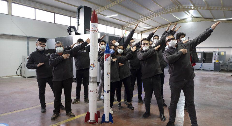 Photo of Garajdan roket çıkartan gençlerin hedefinde uzay var